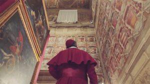 Cardinale nella Sala degli Stemmi di Palazzo D'Accursio
